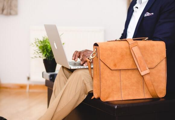 W czym lepiej przenosić laptopa. Torba, plecak – co wybrać?
